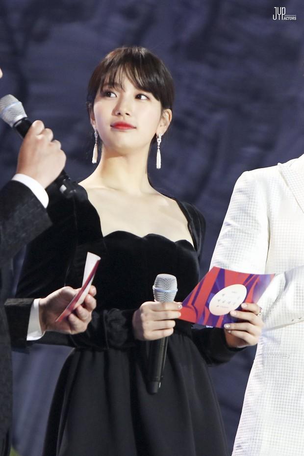 Hình hậu trường nóng hổi của Suzy tại Baeksang: Sải bước ở hầm để xe mà sang như bà hoàng, đẹp hơn cả đi thảm đỏ - Ảnh 21.
