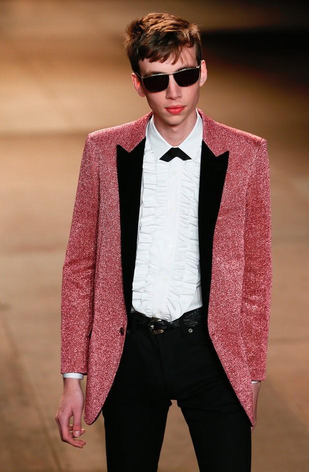 Chuyện chiếc blazer hồng: G-Dragon mặc từ 4 năm trước, Sơn Tùng M-TP diện trong MV mới toanh, Hoàng Ku vội rao bán ngay sau đó - Ảnh 5.
