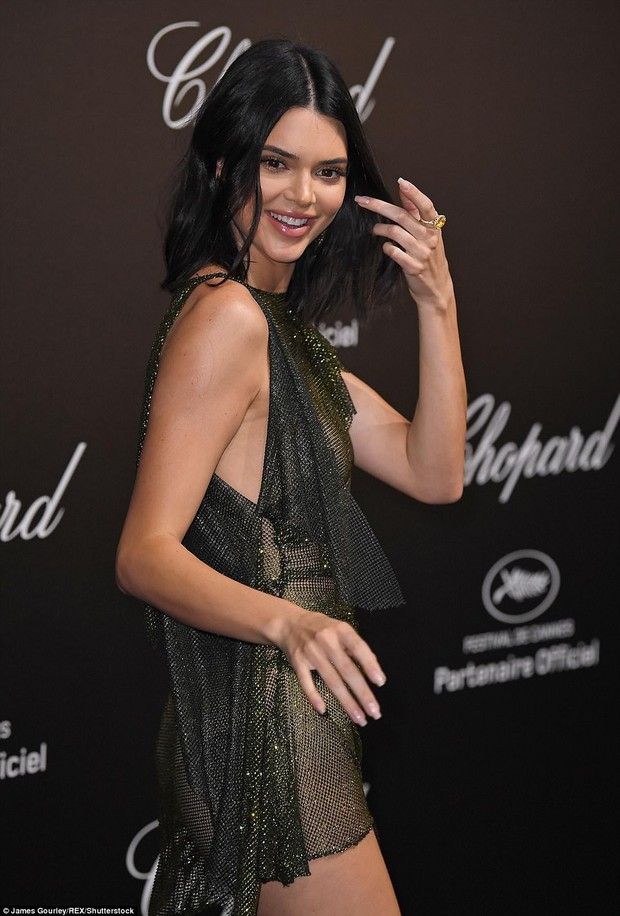 LHP Cannes: Kendall Jenner mặc đồ gần như bán nude, hở hết vòng 1 đi dự sự kiện - Ảnh 5.