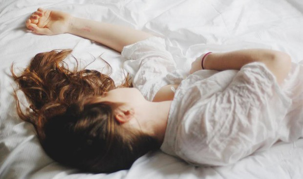 Ôn thi căng thẳng đến đâu cũng đừng mắc phải 5 thói quen vừa hại não, vừa hại da sau - Ảnh 5.