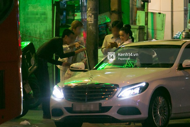 Sau cuộc đụng độ với Khánh My, Nhã Phương rời sự kiện cùng đi ăn ở một quán quen với chị gái - Ảnh 2.