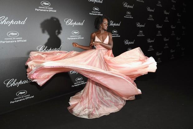 Tiệc tối LHP Cannes: Irina Shayk lộ vùng kín, Quan Hiểu Đồng khoe da trắng bật tông giữa dàn sao quốc tế - Ảnh 14.
