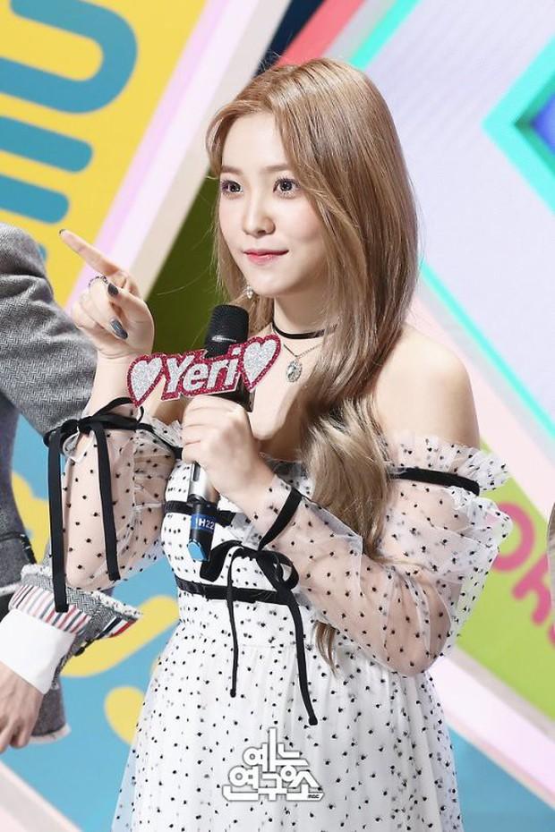 Suzy bị chê diện váy xấu, nhưng nhìn sang Yeri (Red Velvet) mới thấy đẹp hay không là do cách mặc mà thôi - Ảnh 5.