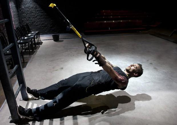 Bí mật để có một thân hình rắn rỏi với 6 múi cuồn cuộn của Tom Hiddleston - Ảnh 6.