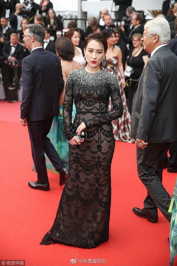 Ảnh tự chụp thì ảo diệu, nhưng ảnh thảm đỏ của Tú bà Cbiz Mã Tô tại Cannes lại quá khác - Ảnh 6.