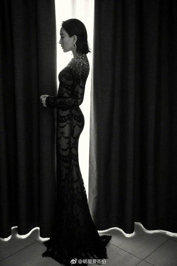 Ảnh tự chụp thì ảo diệu, nhưng ảnh thảm đỏ của Tú bà Cbiz Mã Tô tại Cannes lại quá khác - Ảnh 4.