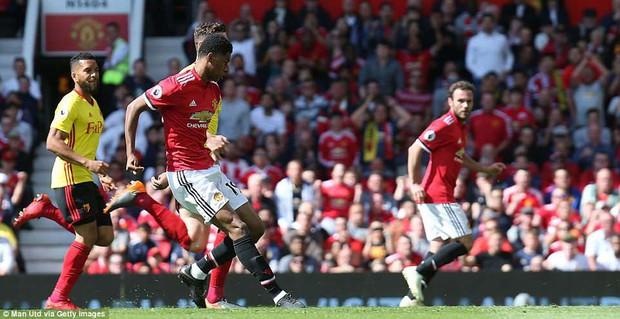 Cầu thủ Man Utd xếp hàng rào danh dự chia tay Carrick - Ảnh 6.