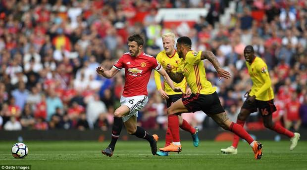 Cầu thủ Man Utd xếp hàng rào danh dự chia tay Carrick - Ảnh 4.