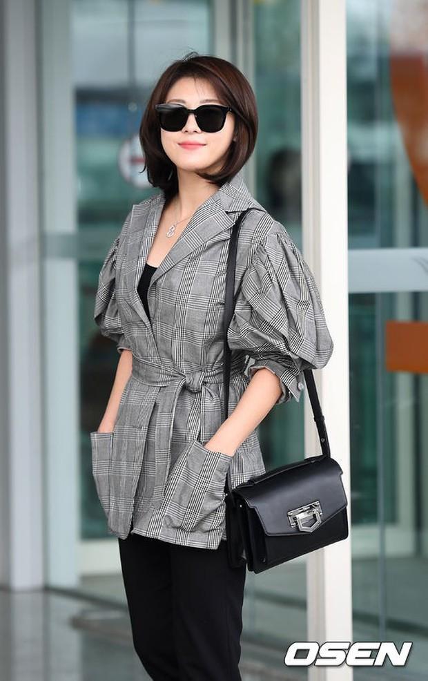 3 sao nữ hạng A xứ Hàn đổ bộ sân bay: Suzy diện đồ thùng thình vẫn đẹp là thế, Yuri lại xuống sắc già nua khó tin - Ảnh 20.