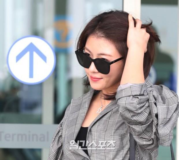 3 sao nữ hạng A xứ Hàn đổ bộ sân bay: Suzy diện đồ thùng thình vẫn đẹp là thế, Yuri lại xuống sắc già nua khó tin - Ảnh 23.