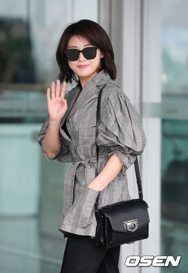 3 sao nữ hạng A xứ Hàn đổ bộ sân bay: Suzy diện đồ thùng thình vẫn đẹp là thế, Yuri lại xuống sắc già nua khó tin - Ảnh 21.