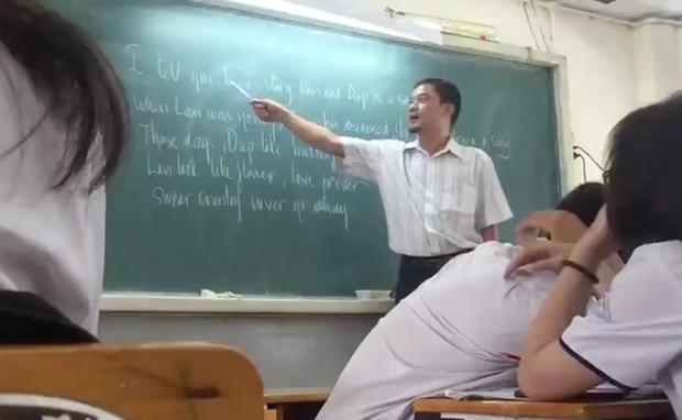 Thầy giáo bỗng nổi tiếng MXH vì dạy học sinh hát Chuyện tình Lan và Điệp bằng tiếng Anh - Ảnh 2.