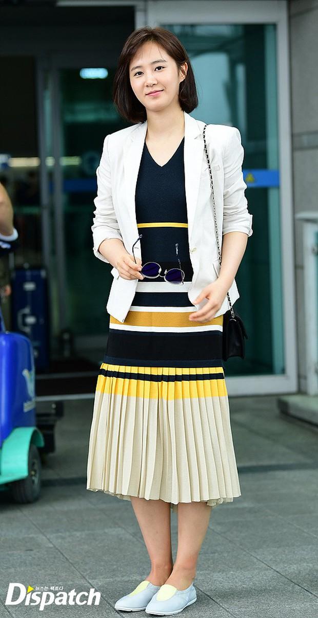 3 sao nữ hạng A xứ Hàn đổ bộ sân bay: Suzy diện đồ thùng thình vẫn đẹp là thế, Yuri lại xuống sắc già nua khó tin - Ảnh 12.