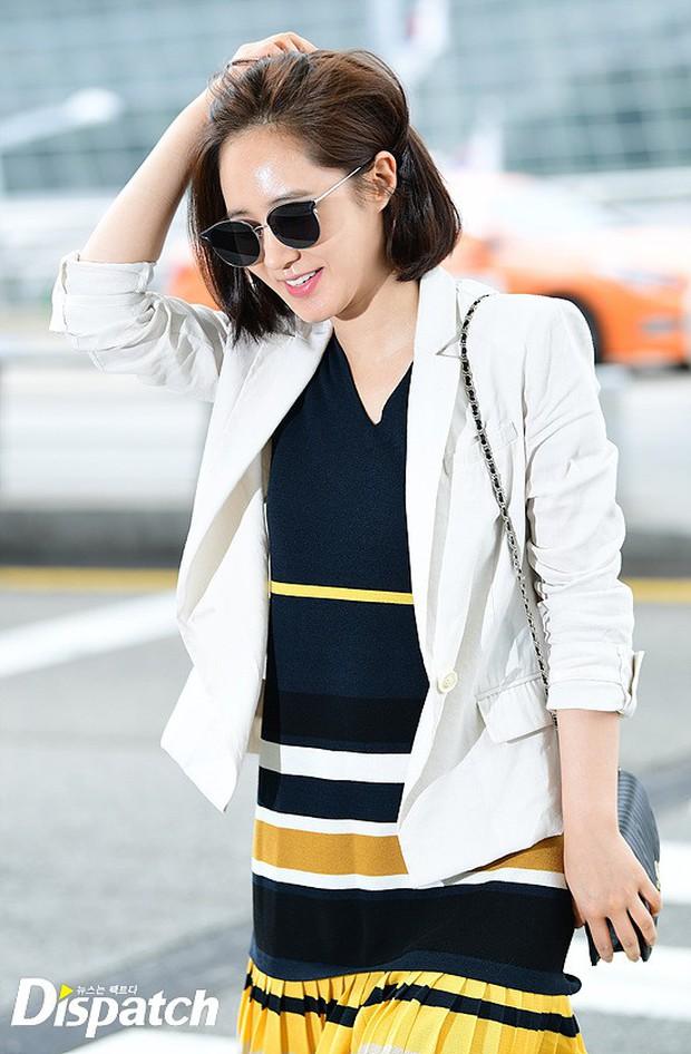 3 sao nữ hạng A xứ Hàn đổ bộ sân bay: Suzy diện đồ thùng thình vẫn đẹp là thế, Yuri lại xuống sắc già nua khó tin - Ảnh 11.