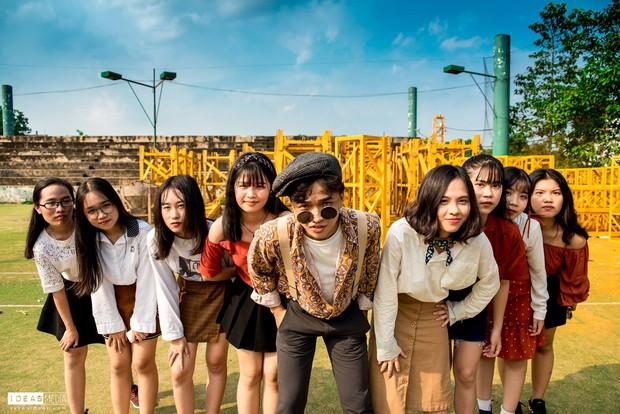HS trường Trưng Vương Sài Gòn chụp ảnh kỷ yếu theo phong cách Phía trước là bầu trời - Ảnh 4.