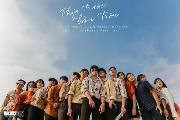 HS trường Trưng Vương Sài Gòn chụp ảnh kỷ yếu theo phong cách Phía trước là bầu trời - Ảnh 1.