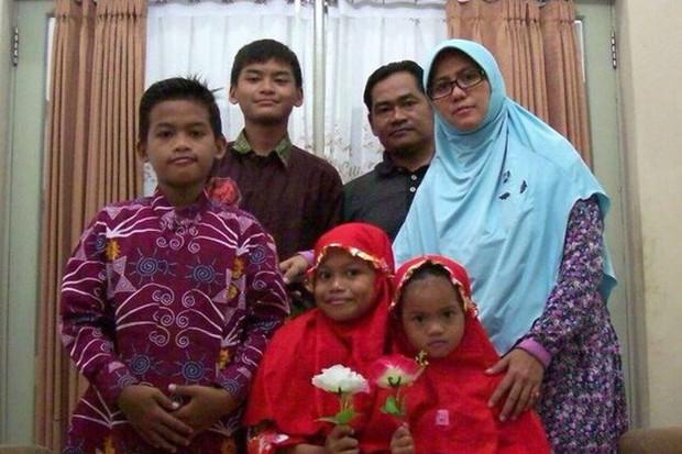 Tiết lộ về gia đình 6 người đánh bom nhà thờ ở Indonesia - Ảnh 1.