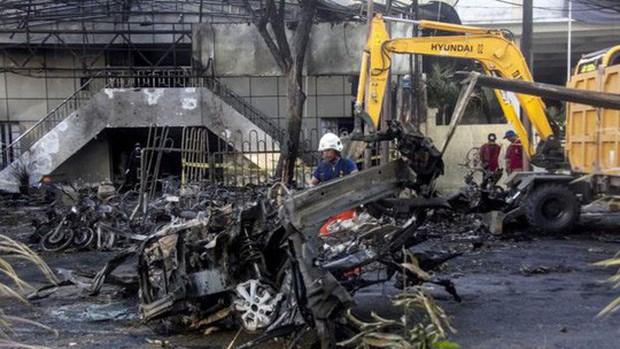 Tiết lộ về gia đình 6 người đánh bom nhà thờ ở Indonesia - Ảnh 2.