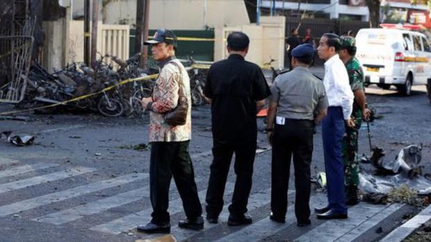 Tiết lộ về gia đình 6 người đánh bom nhà thờ ở Indonesia - Ảnh 3.