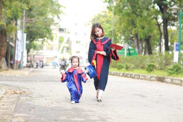 Nữ sinh Bách Khoa nhận bằng tốt nghiệp cùng con gái 3 tuổi: Làm mẹ đơn thân, sinh con xong 1 tuần đã lại đi làm - Ảnh 5.