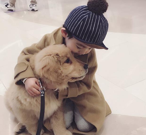 Tình bạn đẹp như mơ, đôi lúc giận hờn vu vơ của nhóc tì Hàn Quốc với chú chó cưng đốn tim dân mạng - Ảnh 9.