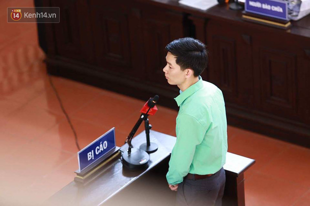 Xét xử vụ chạy thận 8 người tử vong: BS Hoàng Công Lương không tin Viện kiểm sát và xin giữ quyền im lặng, người dân đồng loạt vỗ tay - Ảnh 1.
