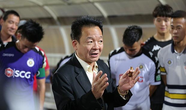 Bầu Hiển xuống sân thưởng nửa tỷ đồng cho Hà Nội FC - Ảnh 3.