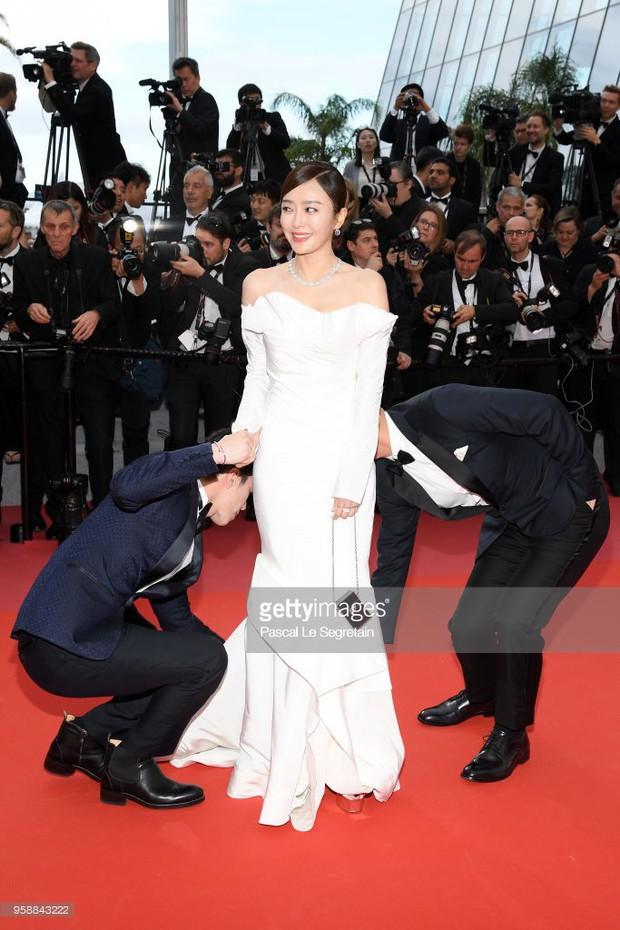 Thảm đỏ Cannes: Sao vô danh cosplay Michael Jackson, Jessica Jung ngốt ngát bên dàn siêu mẫu hạng A hở bạo - Ảnh 6.