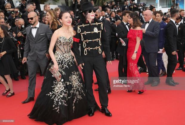 Thảm đỏ Cannes: Sao vô danh cosplay Michael Jackson, Jessica Jung ngốt ngát bên dàn siêu mẫu hạng A hở bạo - Ảnh 3.