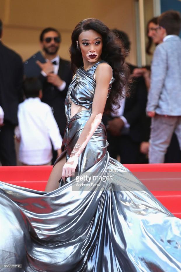 Thảm đỏ Cannes: Sao vô danh cosplay Michael Jackson, Jessica Jung ngốt ngát bên dàn siêu mẫu hạng A hở bạo - Ảnh 25.