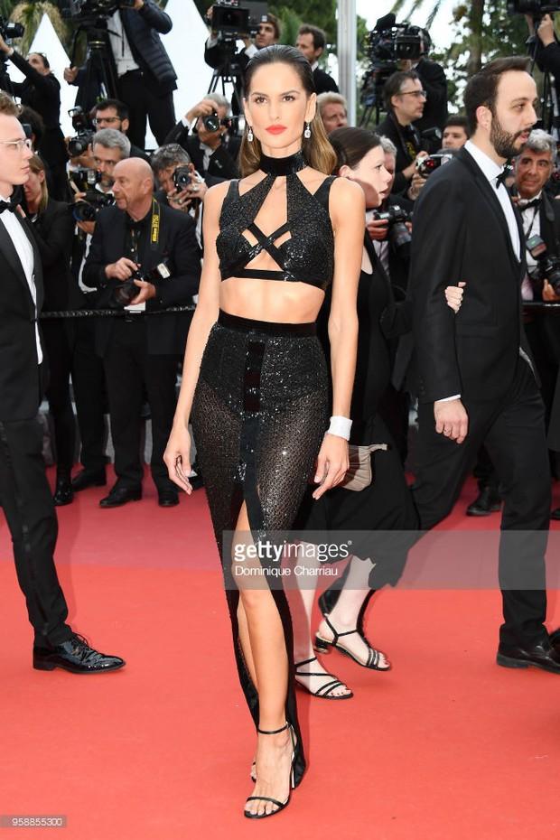 Thảm đỏ Cannes: Sao vô danh cosplay Michael Jackson, Jessica Jung ngốt ngát bên dàn siêu mẫu hạng A hở bạo - Ảnh 23.