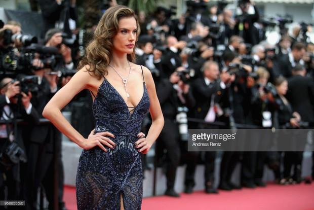 Thảm đỏ Cannes: Sao vô danh cosplay Michael Jackson, Jessica Jung ngốt ngát bên dàn siêu mẫu hạng A hở bạo - Ảnh 21.