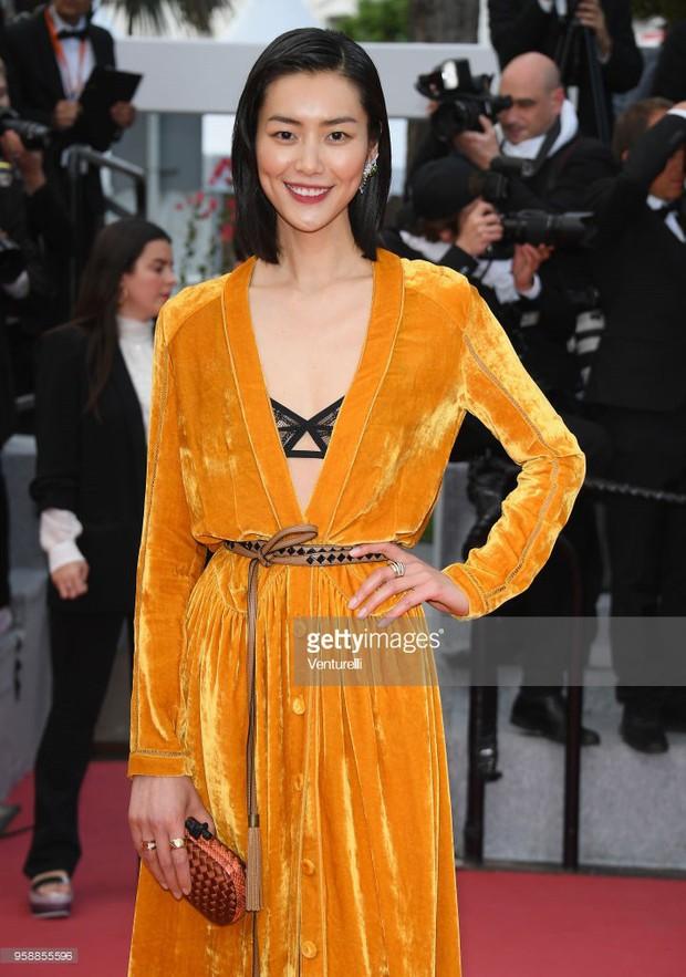 Thảm đỏ Cannes: Sao vô danh cosplay Michael Jackson, Jessica Jung ngốt ngát bên dàn siêu mẫu hạng A hở bạo - Ảnh 18.