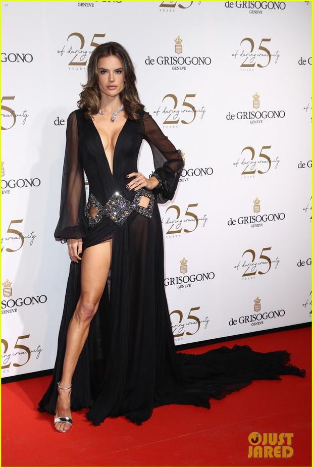Dàn mỹ nhân cùng khoe body bốc lửa tại Cannes, đả nữ Fast & Furious suýt lộ cả vòng 1 trên thảm đỏ - Ảnh 4.