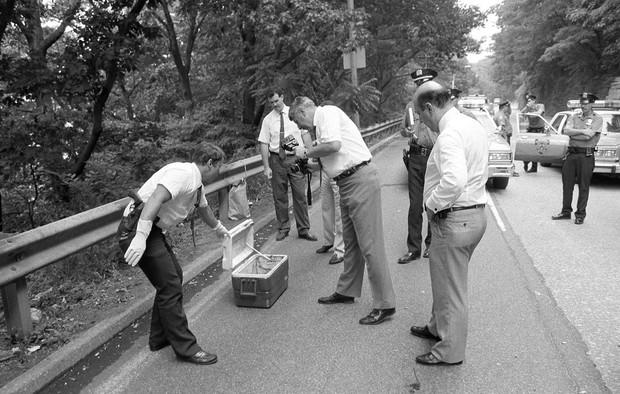 Đang thi công đường cao tốc, người công nhân hét lên thất thanh khi phát hiện một chiếc hộp, mở ra vụ án mạng kỳ bí kéo dài suốt 22 năm - Ảnh 1.