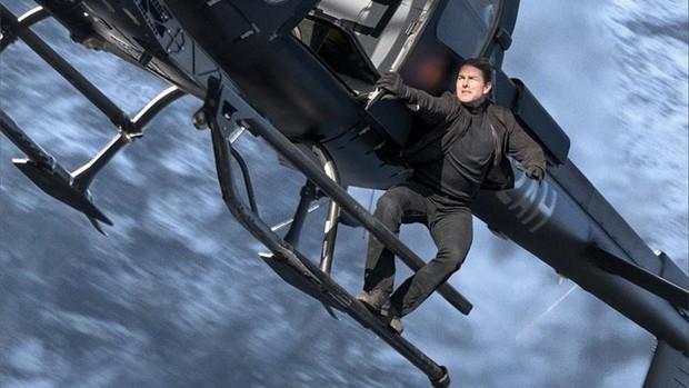 Tom Cruise đu bám trực thăng đầy liều lĩnh trong Mission: Impossible - Fallout - Ảnh 6.