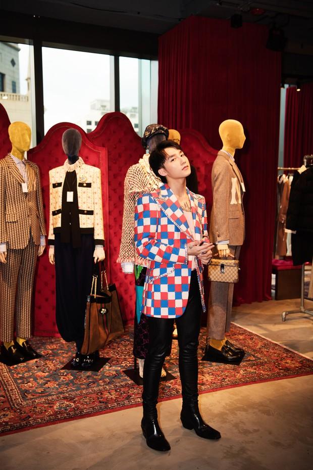 Chưa ấm chỗ với MV mới, Sơn Tùng đã vi vu qua tận Hong Kong để dự triển lãm của Gucci - Ảnh 1.