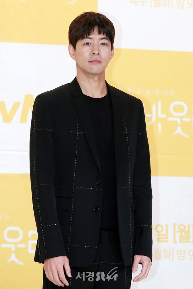 Phim mới chưa chiếu, Lee Sung Kyung đã đau khổ vì chỉ còn sống được 101 ngày - Ảnh 11.
