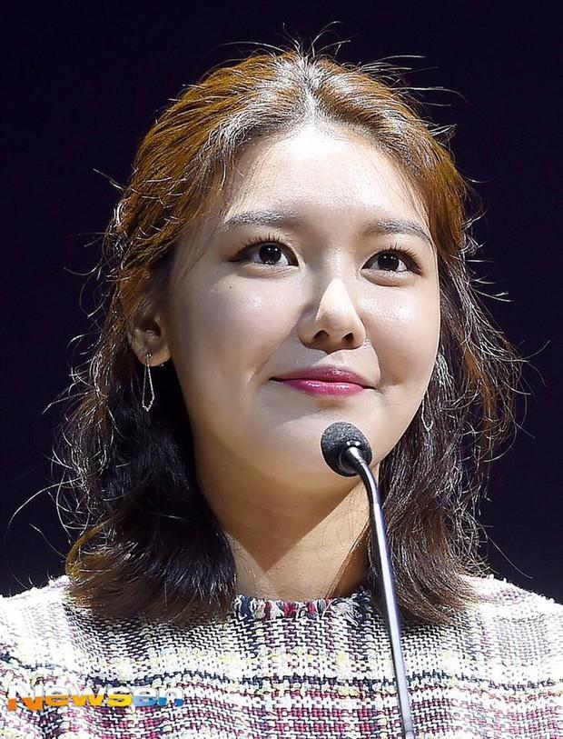Không tin nổi trước khuôn mặt sưng vù sần sùi mụn, biến đổi chóng mặt của Sooyoung (SNSD) chỉ sau 2 tháng - Ảnh 2.
