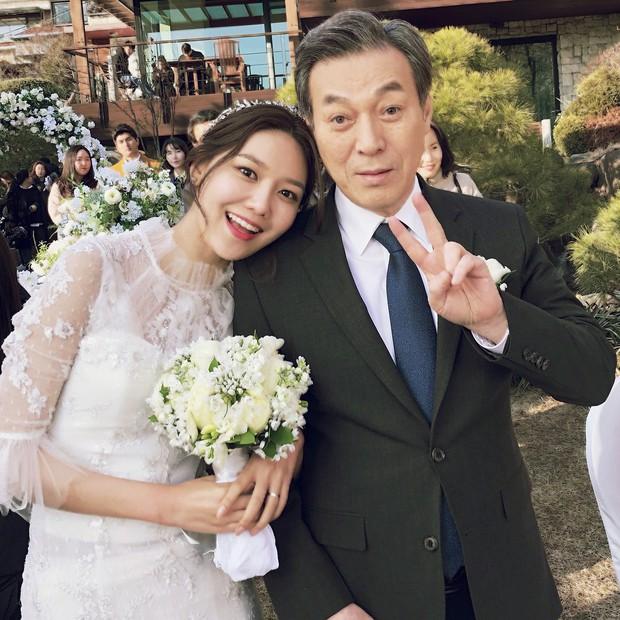 Không tin nổi trước khuôn mặt sưng vù sần sùi mụn, biến đổi chóng mặt của Sooyoung (SNSD) chỉ sau 2 tháng - Ảnh 7.