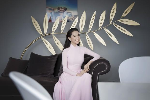 Nhã Phương xuất hiện nhẹ nhàng, đằm thắm với tà áo dài truyền thống tại Cannes - Ảnh 5.
