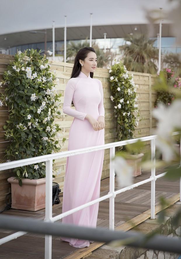 Nhã Phương xuất hiện nhẹ nhàng, đằm thắm với tà áo dài truyền thống tại Cannes - Ảnh 1.