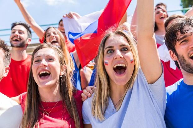 """LĐBĐ Argentina bị chỉ trích vì bày Messi và đồng đội cách """"thả thính"""" phụ nữ Nga - Ảnh 2."""