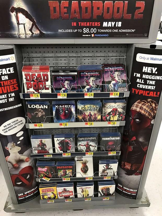 Trà trộn vào siêu thị, thiên hạ đệ nhất lầy Deadpool đồng hoá bìa đĩa cả một khu kệ - Ảnh 1.