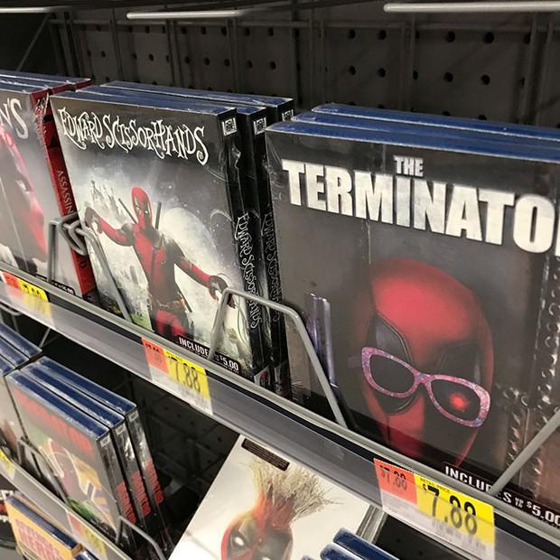 Trà trộn vào siêu thị, thiên hạ đệ nhất lầy Deadpool đồng hoá bìa đĩa cả một khu kệ - Ảnh 3.
