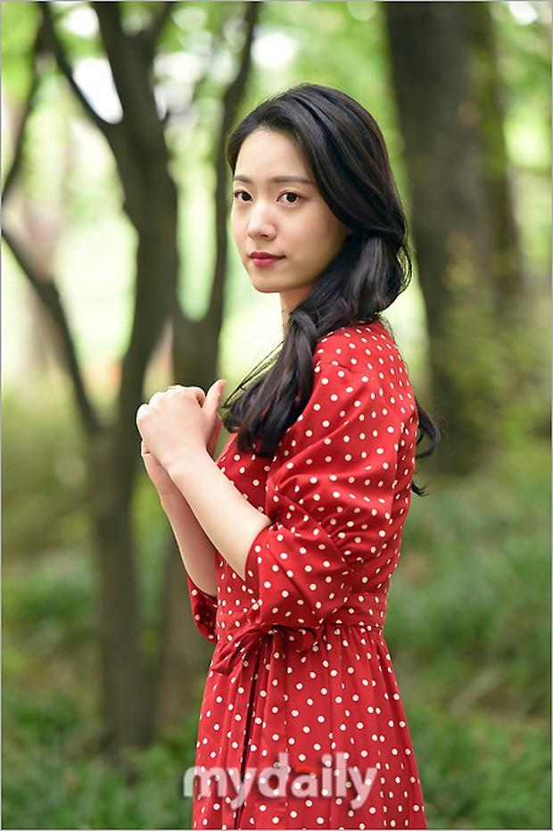 Cùng ngày bị CEO MBK vạch mặt, rắn độc Hyoyoung nhận gạch đá vì xuất hiện đầy quyến rũ trong loạt ảnh mới - Ảnh 7.