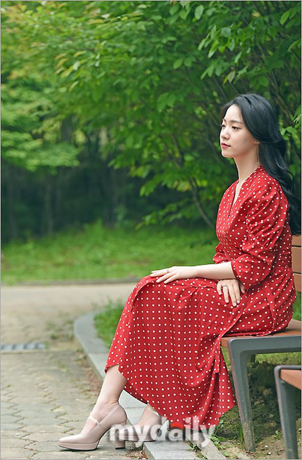 Cùng ngày bị CEO MBK vạch mặt, rắn độc Hyoyoung nhận gạch đá vì xuất hiện đầy quyến rũ trong loạt ảnh mới - Ảnh 1.