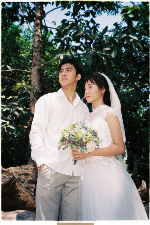 30 phút mượn vườn nhà bác hàng xóm, 9X Việt cho ra bộ ảnh cưới chất như film Hong Kong - Ảnh 2.