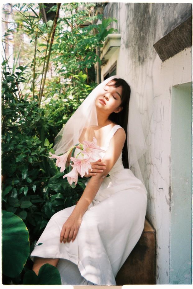 30 phút mượn vườn nhà bác hàng xóm, 9X Việt cho ra bộ ảnh cưới chất như film Hong Kong - Ảnh 7.