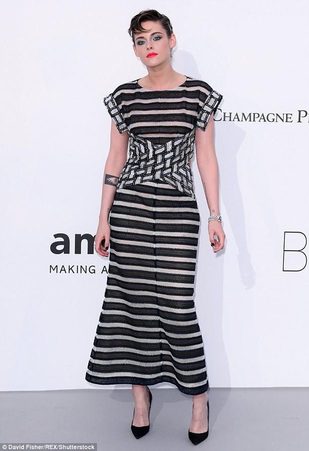 Nổi bật giữa các sao nữ, Kristen liên tục phá luật Cannes, hết đi chân trần lại mặc quần nam tính trên thảm đỏ - Ảnh 5.